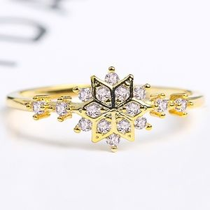 Jewelry - 18K Yellow Gold Diamond Snowflake Ring